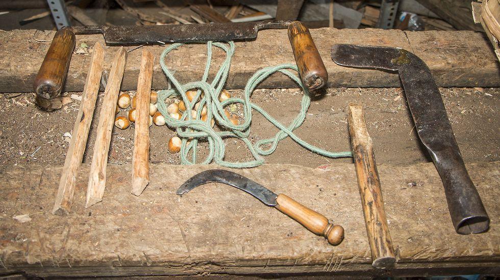 Instrumentos que utiliza o cesteiro para cortar e tallar as varas de madeira