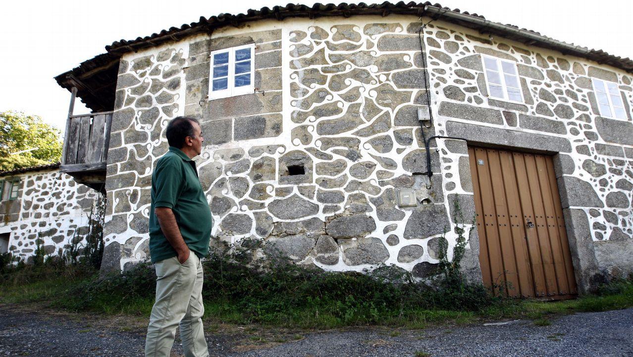 La llamada Casa do Primo (en el pueblo de O Fontao, de la parroquia taboadesa de Vilela), conserva los esgrafiados en buen estado pese a estar deshabitada