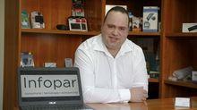 Oscar Paredes estudió una FP de informática y hace años montó su propia empresa en Vilalba