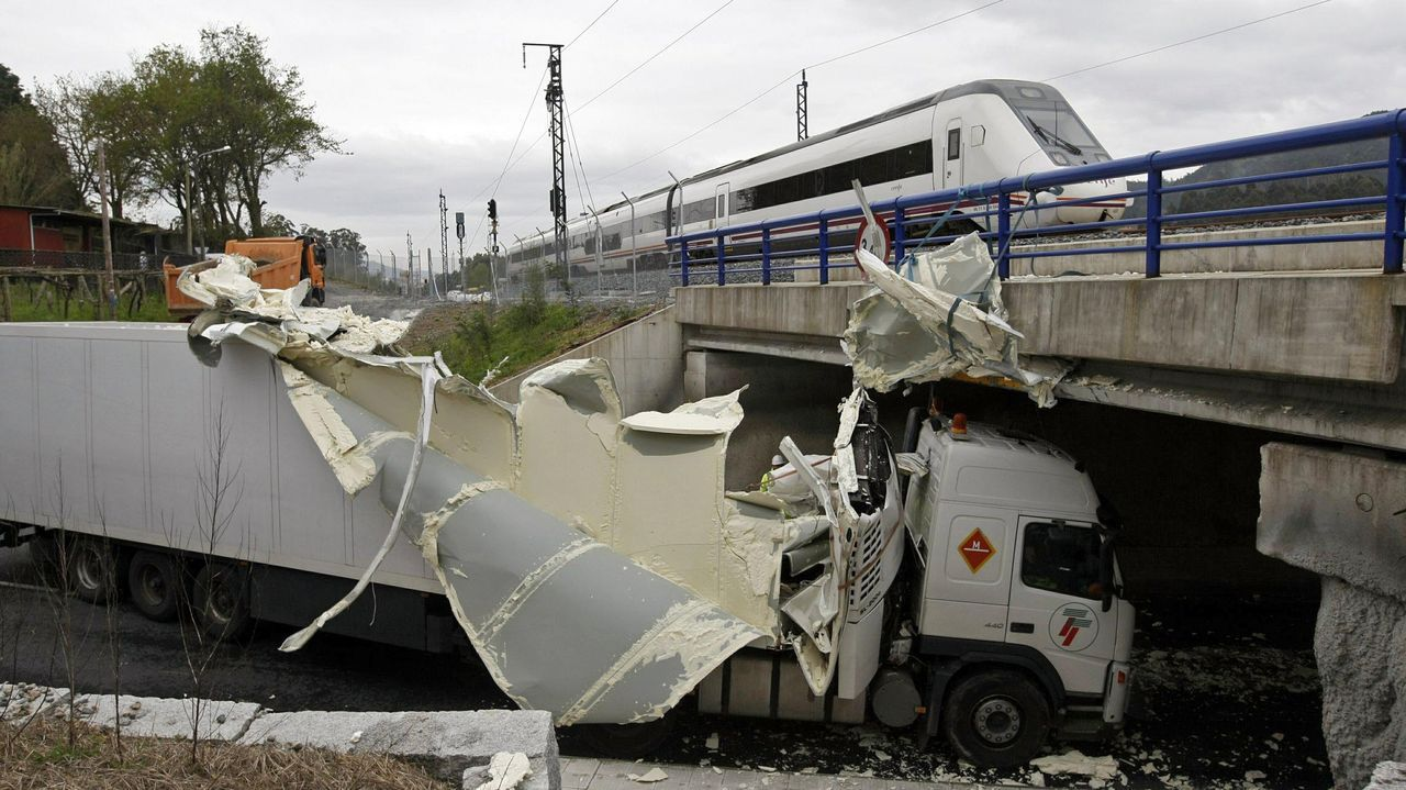<strong>Décadas de accidentes en los puentes de la ciudad</strong>.Los primeros pimientos de la temporada ya están en la Cooperativa de O Val