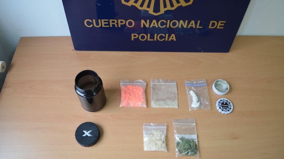 Fotografía del alijo difundida este lunes por la Policía Nacional en el que se ve en qué presentaciones y envases estaba el MDMA