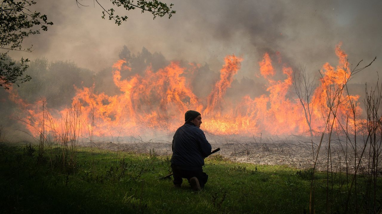 Así es una jornada de trabajo del servicio de hospitalización domiciliaria.DUROS ANTECEDENTES. Ocurrido fuera de la temporada de verano, el fuego que afectó a los municipios de Rianxo y Dodro en marzo devoró 1.162 hectáreas. De hecho, las parroquias de Leiro e Isorna se han incorporado directamente al listado de zonas priorizadas.