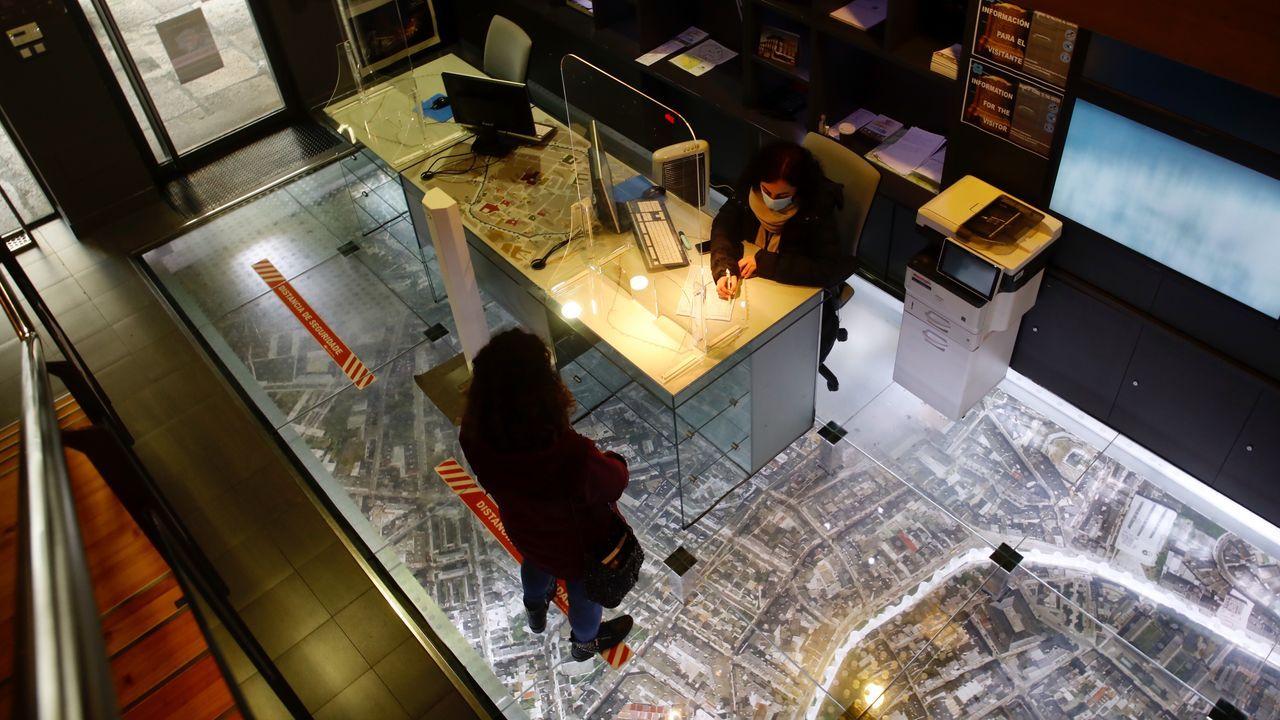 La oficina de turismo y el Centro de Interpretación da Muralla se encuentran en el mismo edificio
