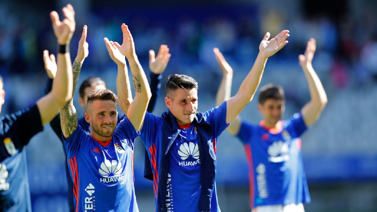 Aaron Ñiguez Saul Berjon Real Oviedo Sevilla Atletico Carlos Tartiere.Aaron y Saul celebran la victoria frente al Sevilla Atletico