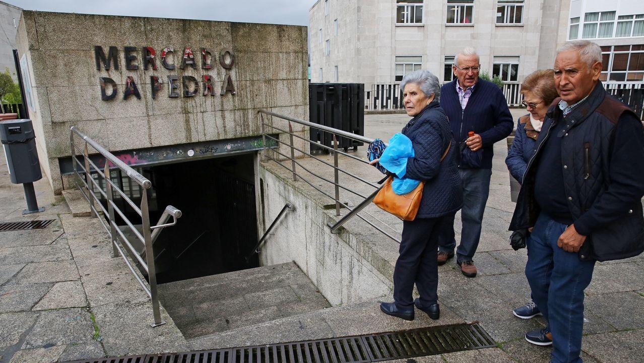 El mercado de A Pedra, cinco años después de la Operación Cuarzo.Vehículos fabricados por PSA en Vigo, en la terminal portuaria con destino al mercado.