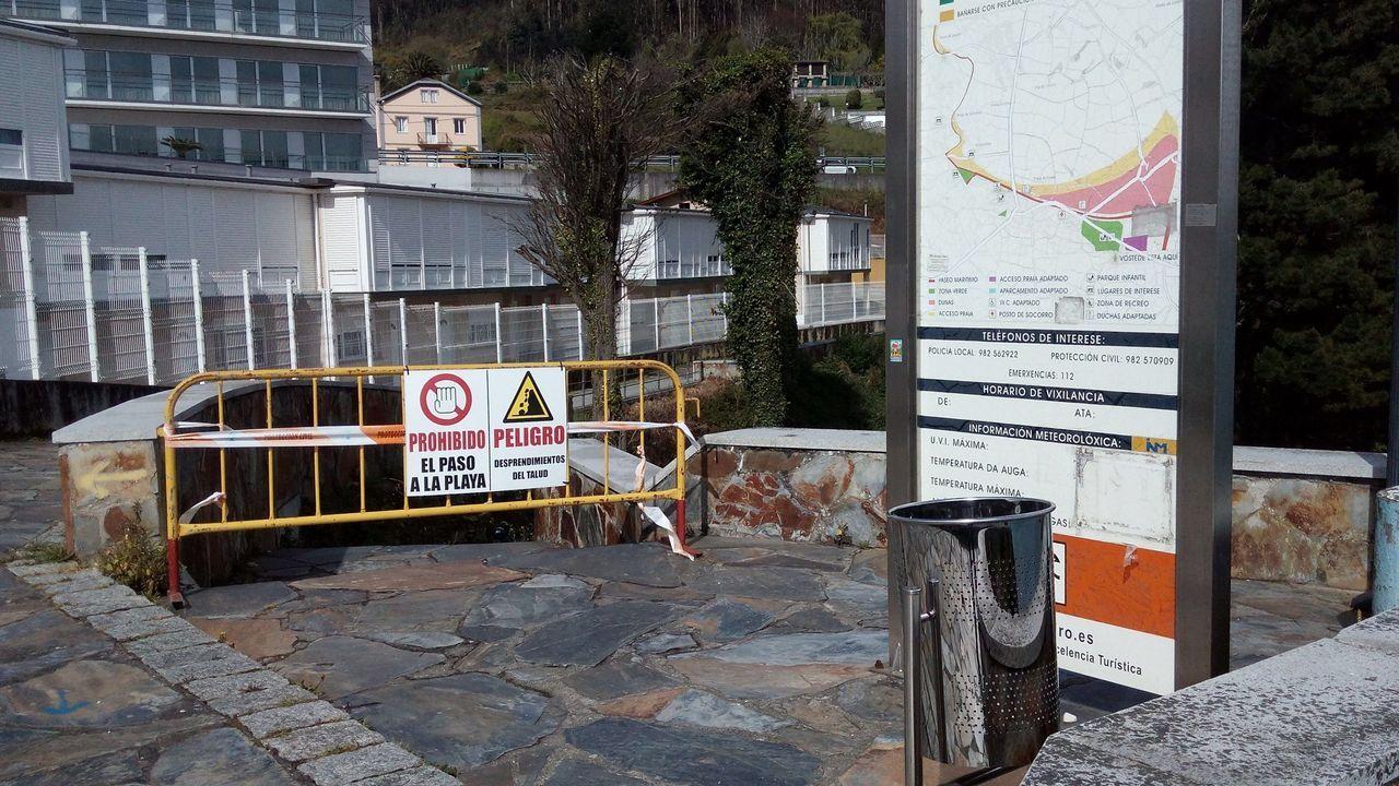 La valla de obra colocada inicialmente en el acceso a Sacido ha sido sustituida por una verja metálica que bloquea el paso