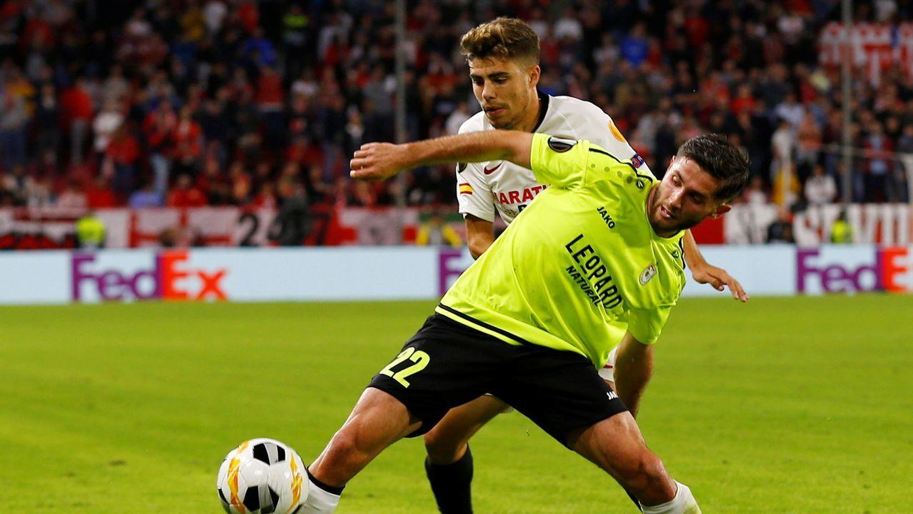Rodri y Carlos Hernández disputan por un balón en un Real Oviedo-Granada