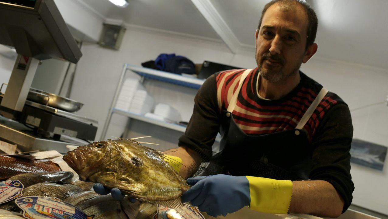 Venta de marisco en la plaza de Lugo.Un momento de la apertura de las Aulas Gastronómicas de Galicia Calidade