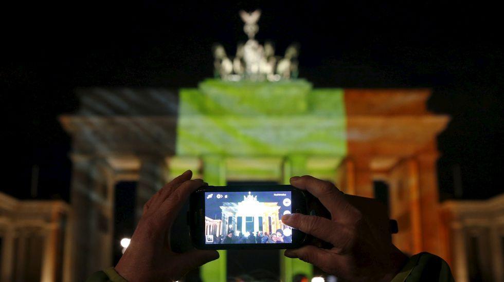 Homenaje en la Puerta de Brandenburgo (Berlín).