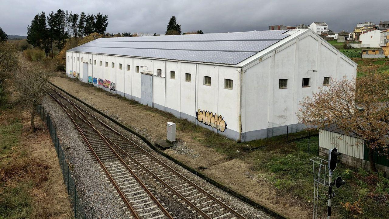 Fiesta de Entroido en el colegio Divina Pastora de Lugo.Vista de la nave del Senpa, situada junto a la vía del tren
