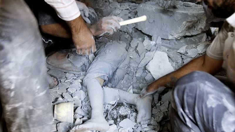 Los rebeldes ejecutan a varios soldados sirios.Los organizadores repartieron también lazos morados contra el maltrato.