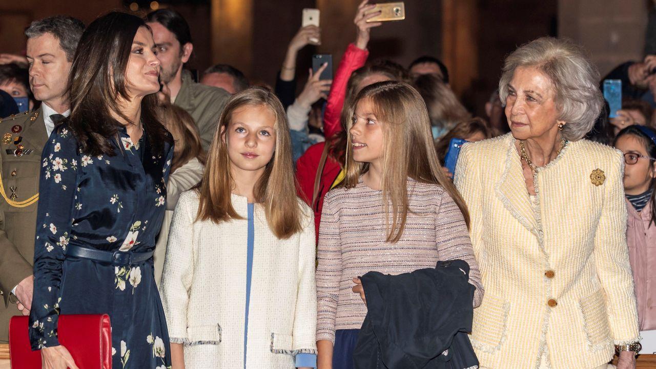 Los reyes, Sofía y las infantas, en la misa de Pascua en Palma.La familia Real en los Lagos de Covadonga