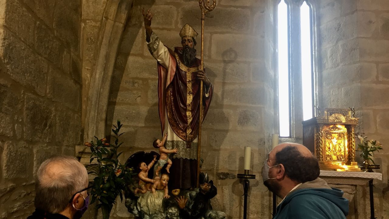 La iglesia de San Nicolás de Neda, centro de peregrinación.Corbalán leva décadas perfeccionando as técnicas de construción dos reloxos de sol