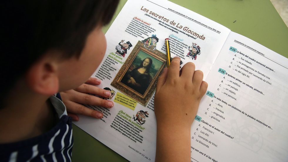 Imagen de archivo de un niño de tercero de primaria respondiendo a la evaluación diagnóstica que incluye la ley Wert. Estas «reválidas» completan su desaparición en el curso 2023/24