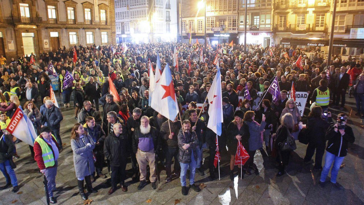 Todas las imágenes de la gran movilización comarcal por la reindustrialización.Baches en Ferrol