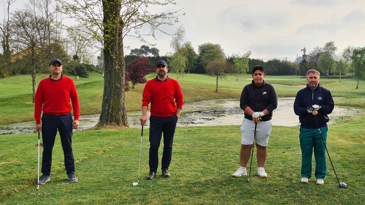 Entramos en Xaz, el campo de golf más exclusivo de Galicia que abre en Oleiros.Juan Sousa y José Galdo ganaron el torneo de golf por parejas