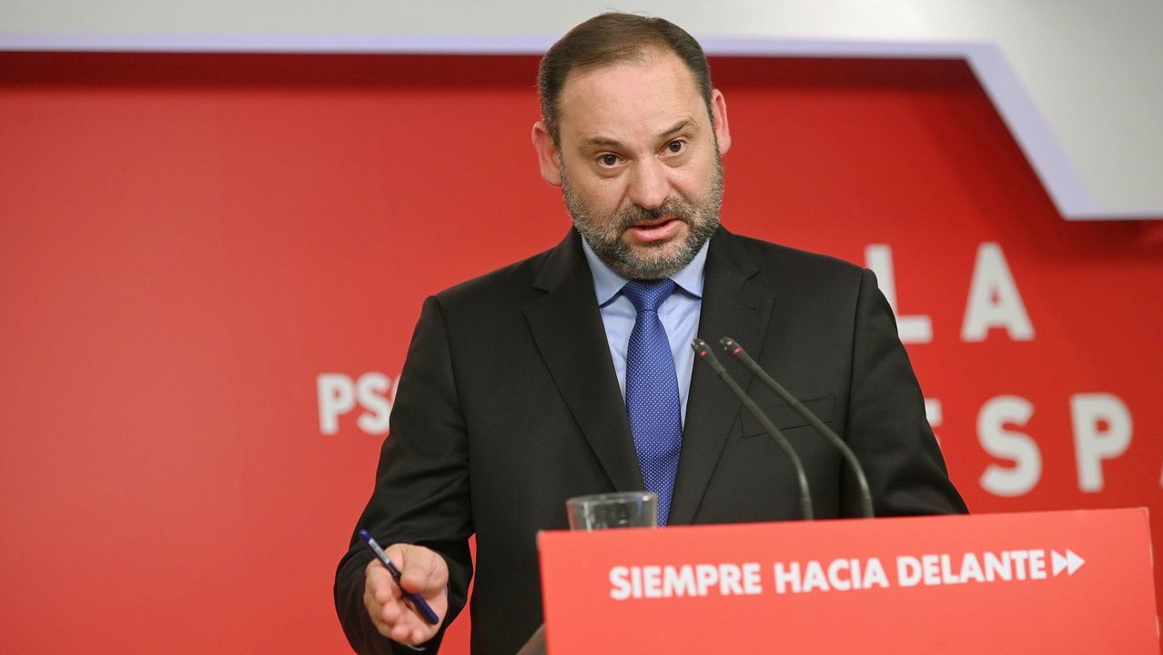 «¿Cuántos diputados de C?s tienen que dimitir para que sean lo que se esperaba de ellos?».Sánchez y Casado, el pasado mes de junio en el Congreso
