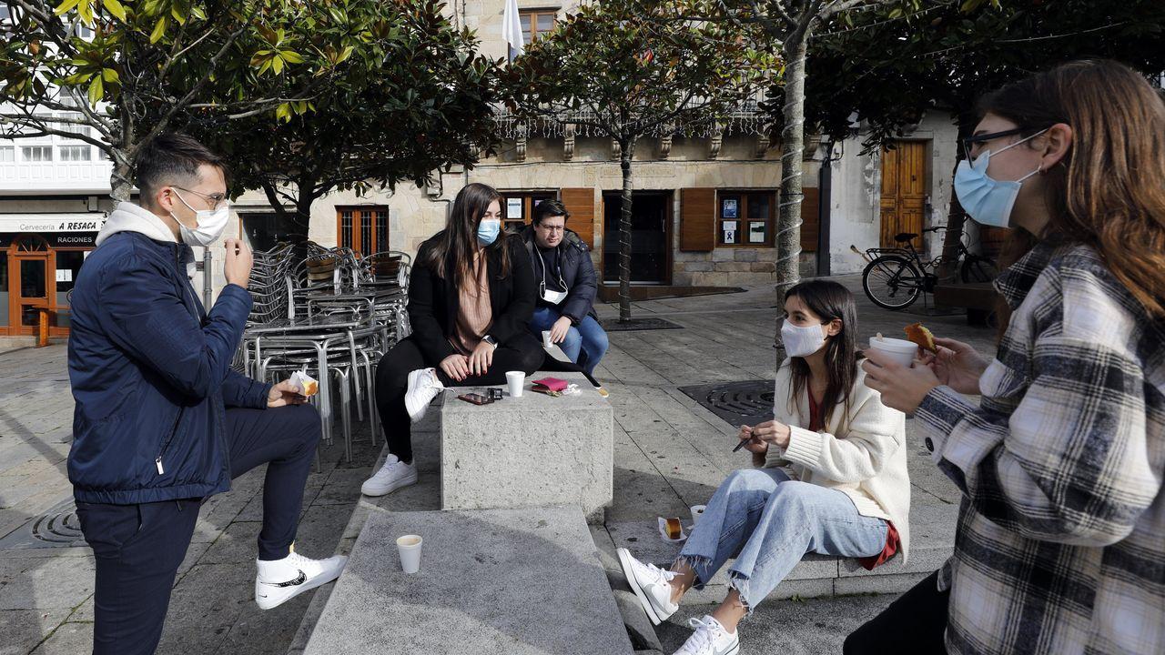 Café para llevar, una alternativa a la hostelería cerrada en concellos como Viveiro o Burela