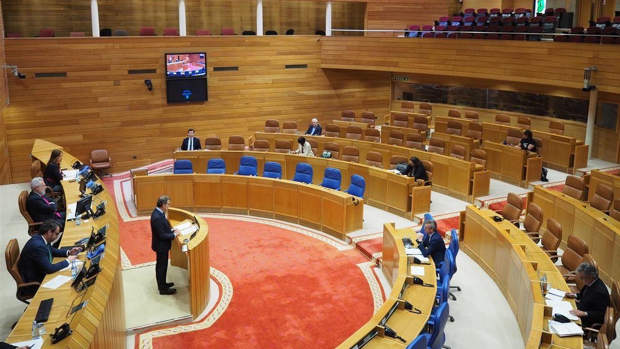 Feijoo da cuenta de las medidas acordadas en el Consello de la Xunta.Pleno del Parlamento de Galicia de hace dos semanas, con los escaños vacíos