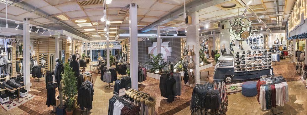 La nueva tienda de Pull en Odeón tendrá una imagen inspirada en el surf, que ya se ha aplicado en otras tiendas, en la foto, en Madrid.