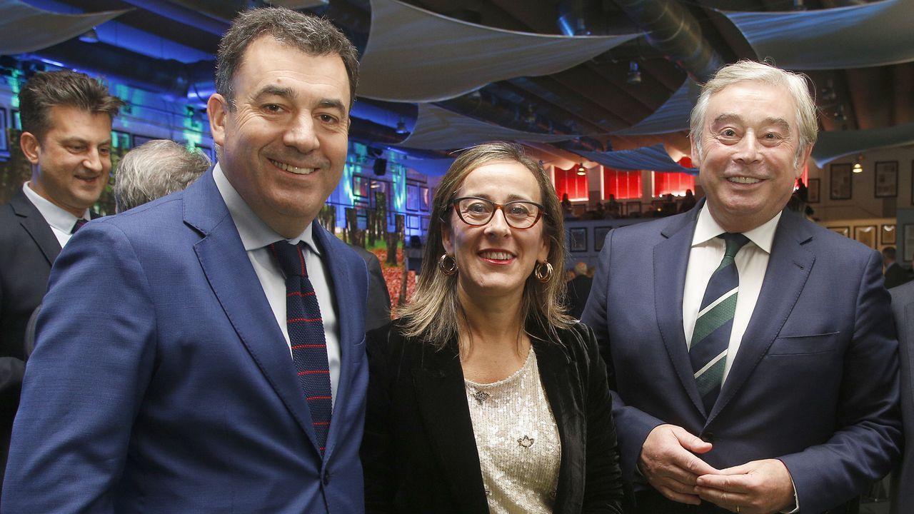 Los conselleiros Román Rodríguez y Ethel Vázquez y el senador popular José Manuel Barreiro