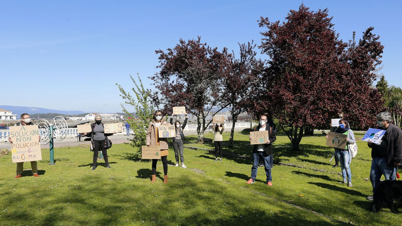 Concentración en contra do cambio climático en Vilagarcía