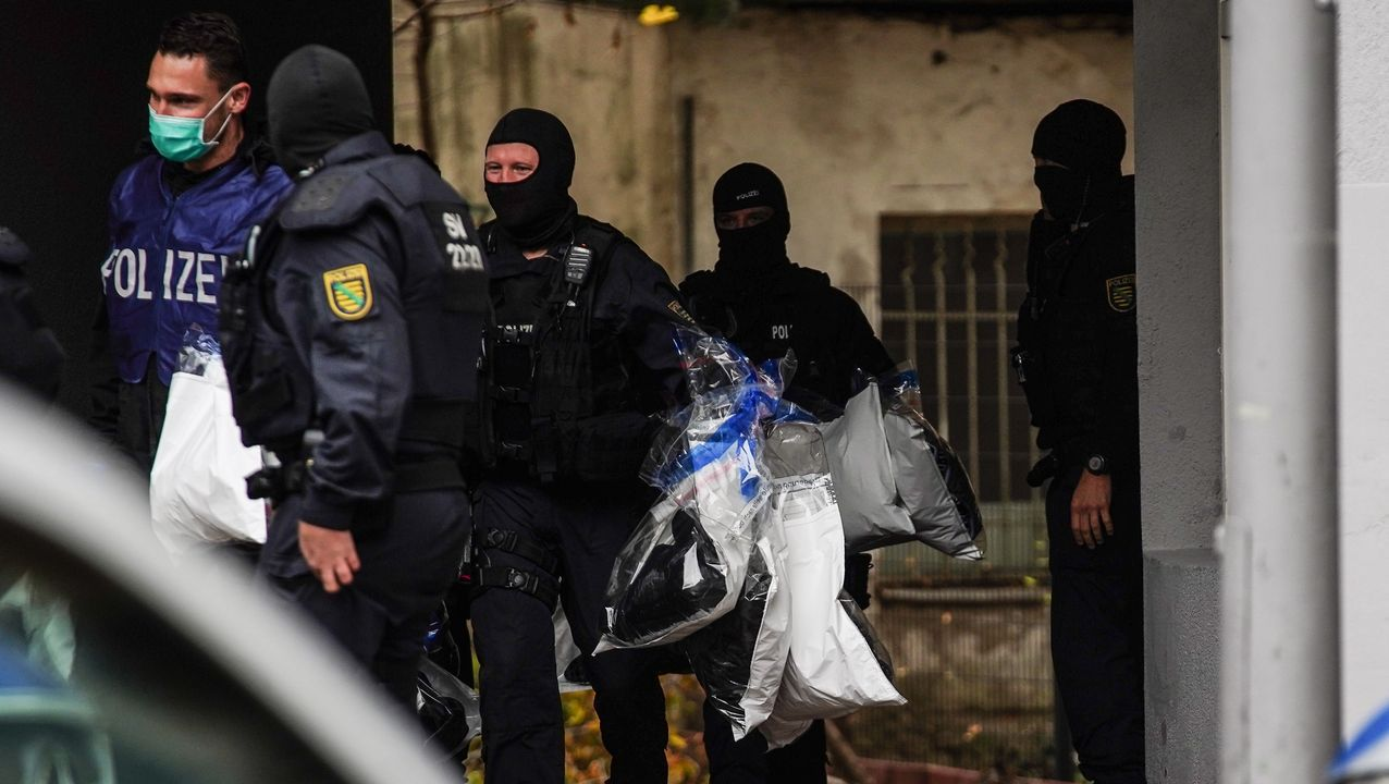La policía germana durante los registros llevados a cabo en Berlín