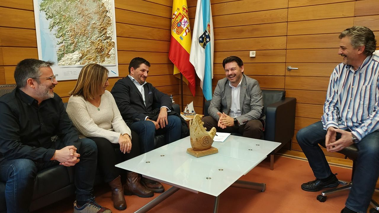 ROdríguez Miranda con representantes de asociaciones gallegas en Cataluña