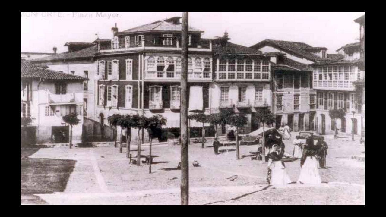 La plaza de España de Monforte en una postal de principios del siglo XX, cuando se llamaba plaza Mayor