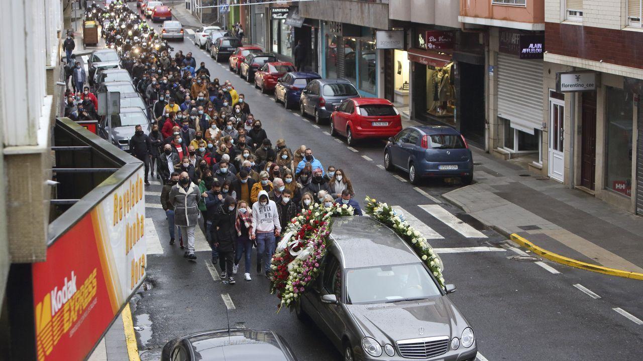 Así es la carretera de Paxareiras.Más de doscientas personas acudieron a los oficios religiosos, que arrancaron a primera hora de la tarde de este martes