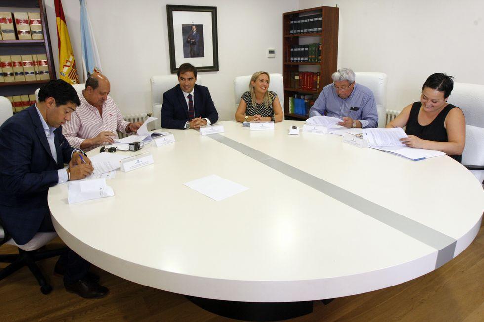 Alberto Pazos con los alcaldes de los cuatro concellos.