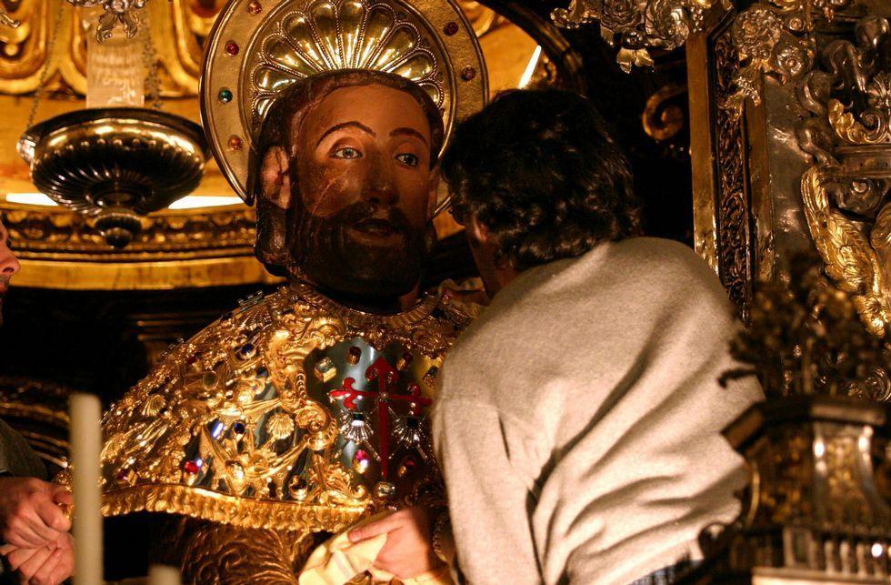 El edil Manuel Dios quiere revisar el reglamento de condecoraciones e introducir la laicidad en él.