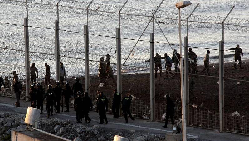 Labores de vigilancia entre Ceuta y Marruecos