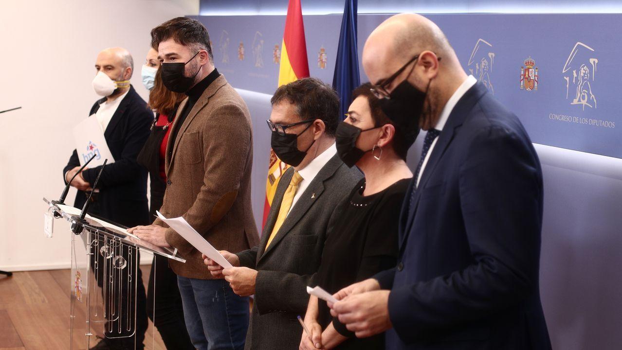 En directo: el Congreso recuerda el 40 aniversario del 23F.Juan Carlos I junto a Felipe VI en San Lorenzo de El Escorial, en una imagen de archivo