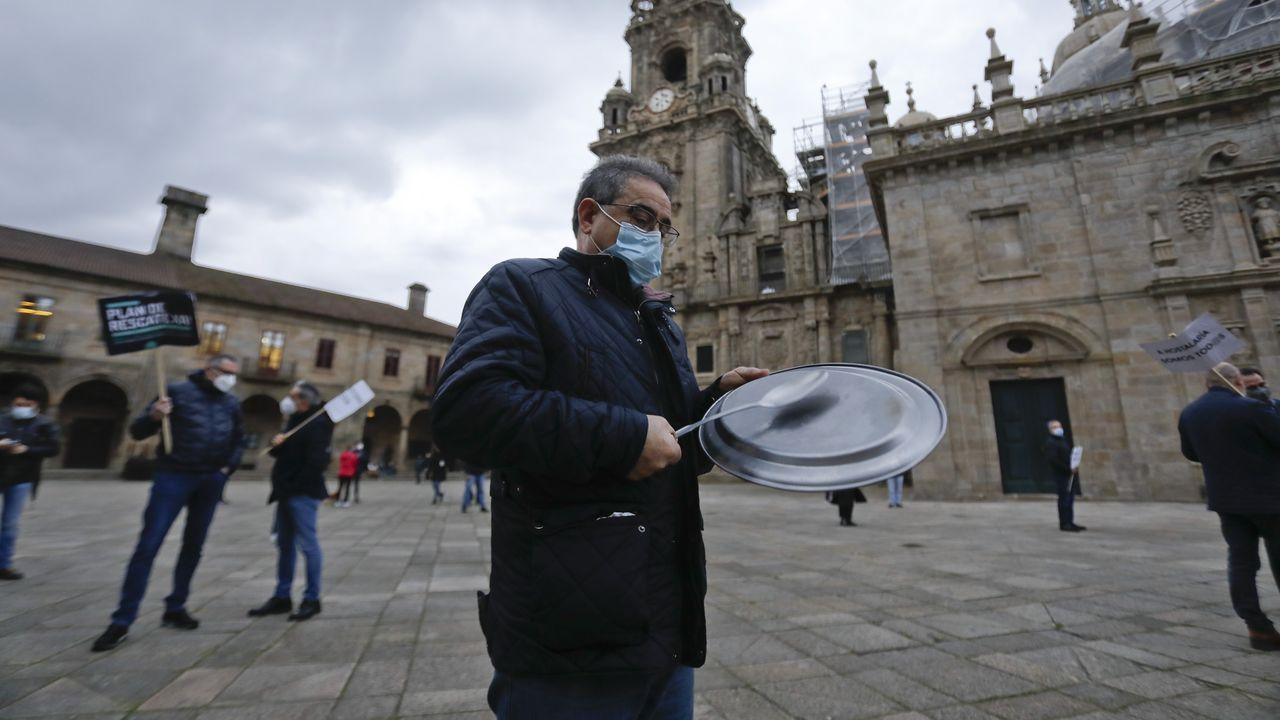 En Santiago, el sector se manifestó en la Praza da Quintana para exigir un plan de rescate