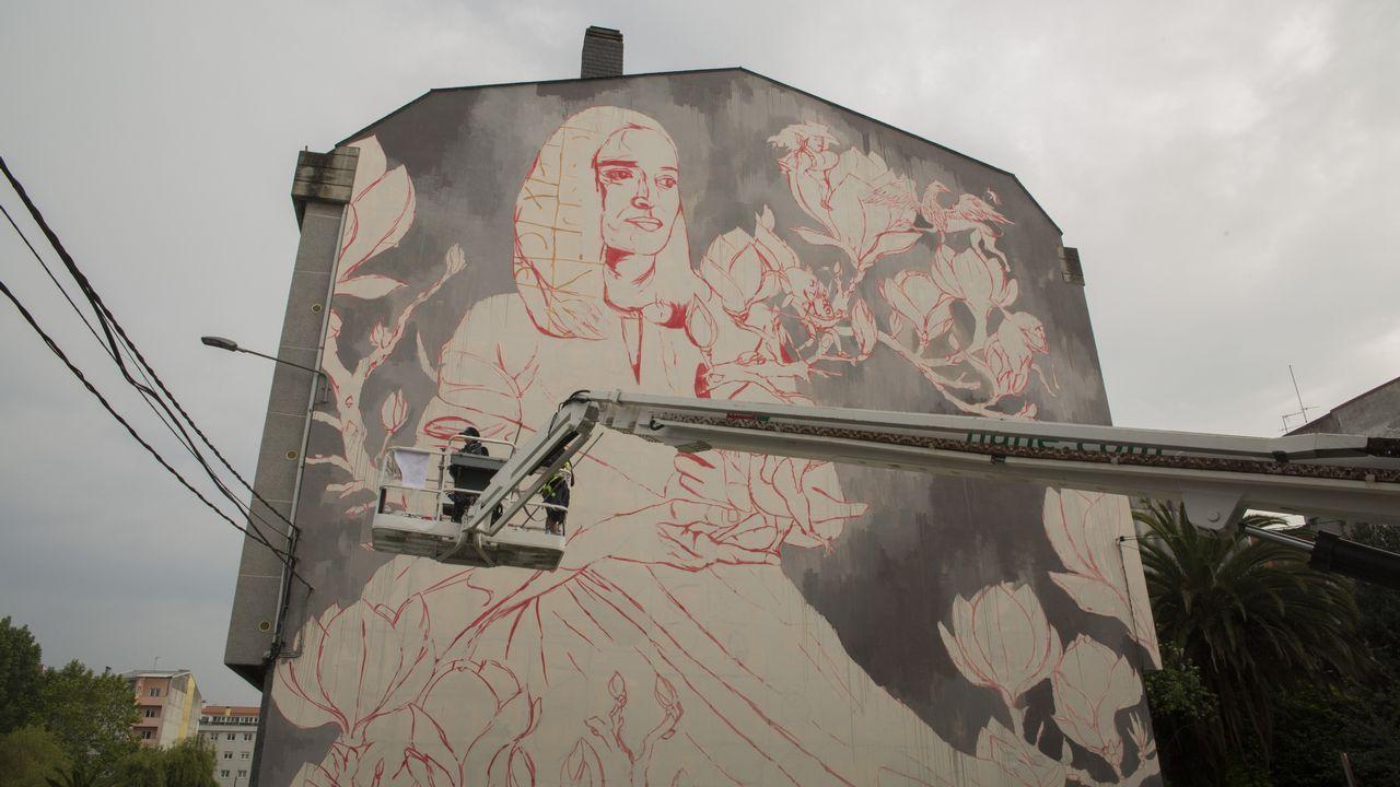 Mural de Lula Goce en rua da Igrexa