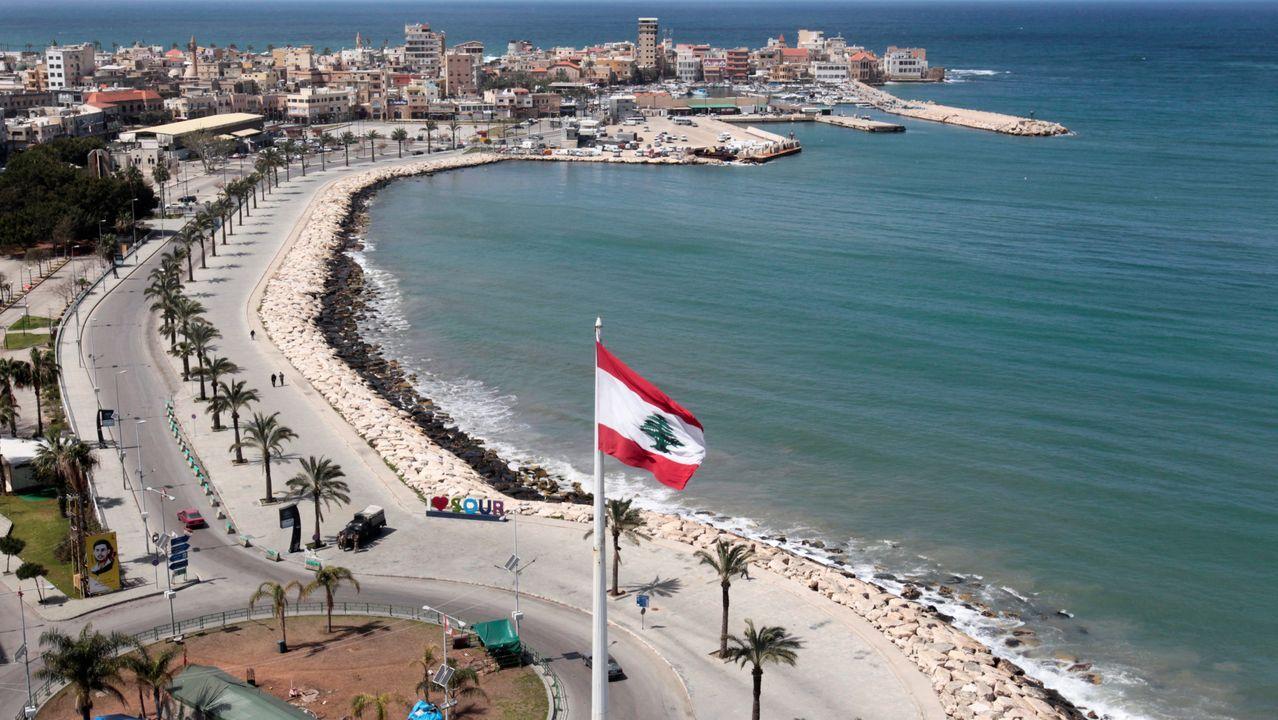 Paseo marítimo de Tiro, en Líbano, prácticamente desierto.