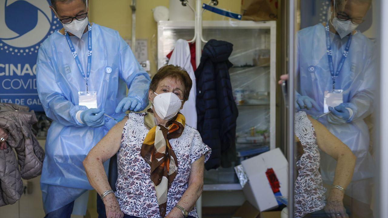 Imagen de archivo de una vacunación en el centro de salud de A Ponte