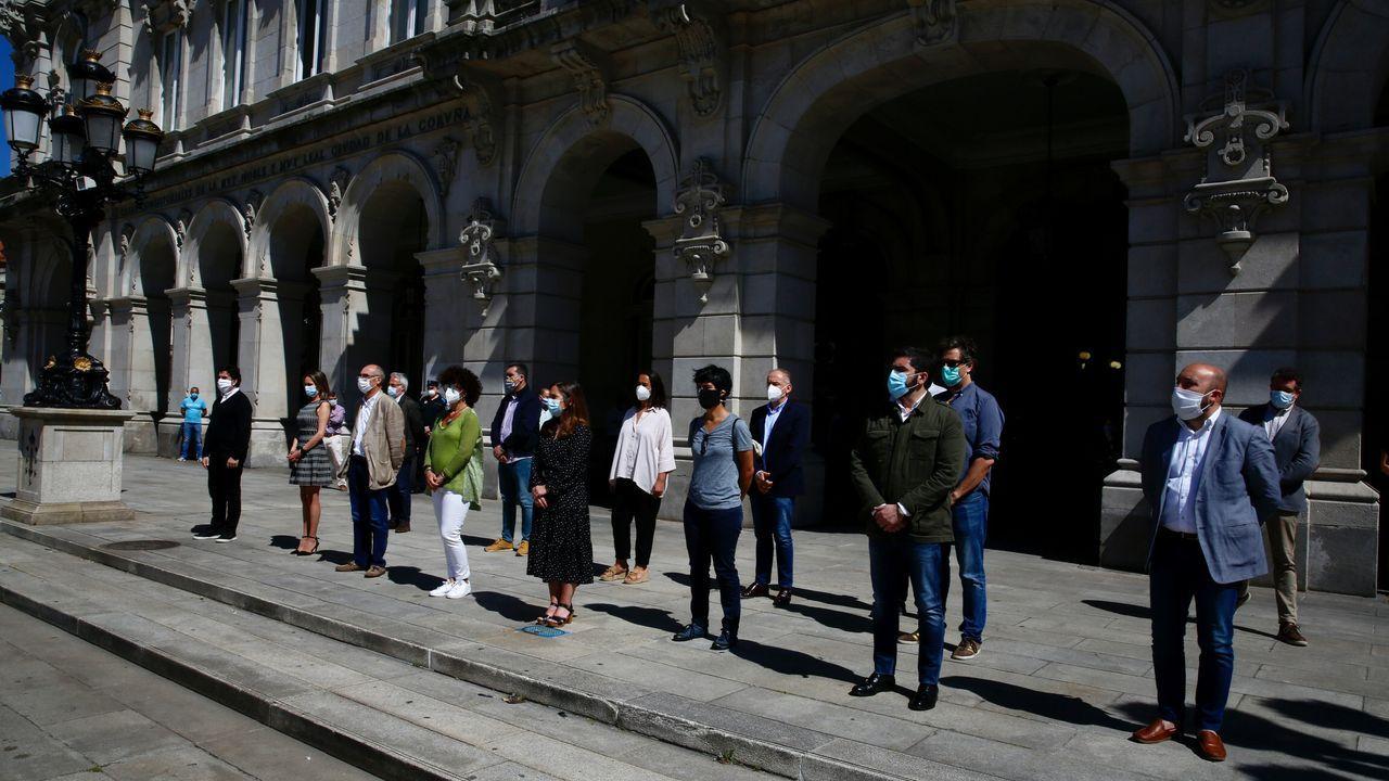Minuto de silencio guardado en A Coruña en memoria de los fallecidos a causa del coronavirus