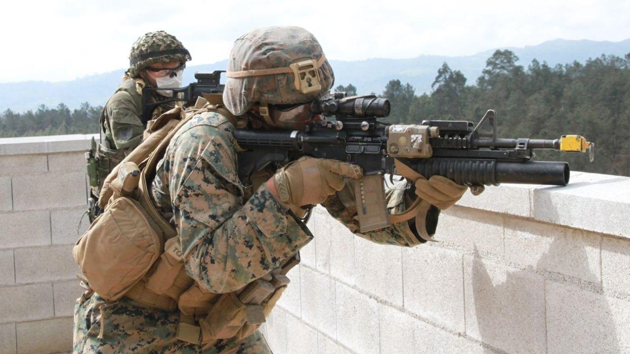 Militares del Cuerpo de Marines de EE.UU. Asignados a la Fuerza de Combate Expedicionaria de la Armada americana en Cabo Noval Siero