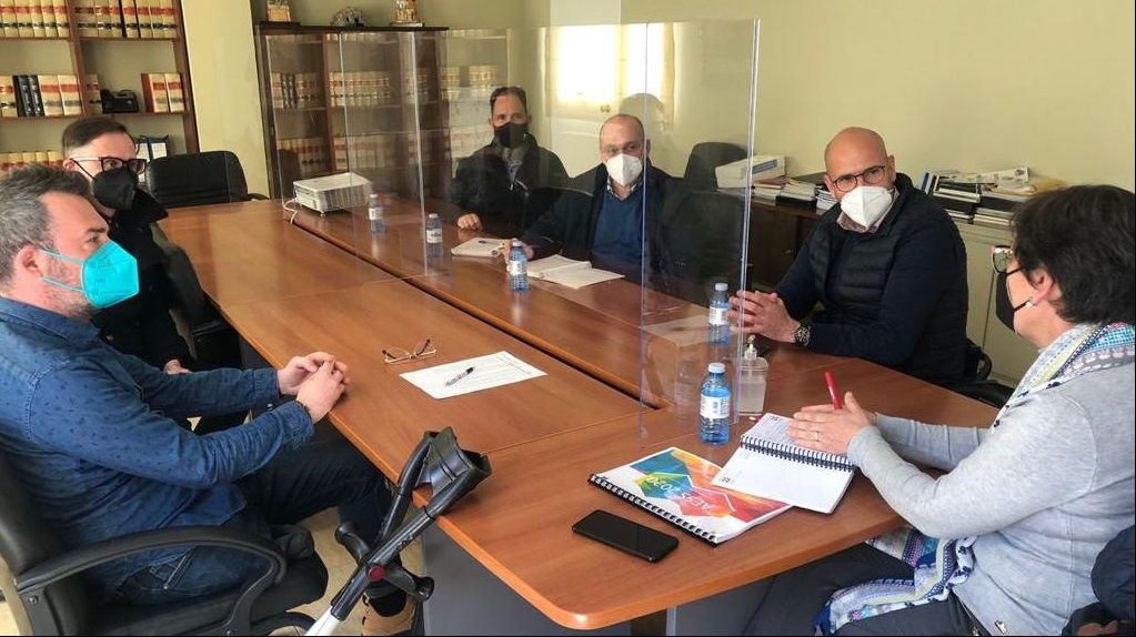 Reunión en Xinzo entre representantes del Concello  y de Cogami