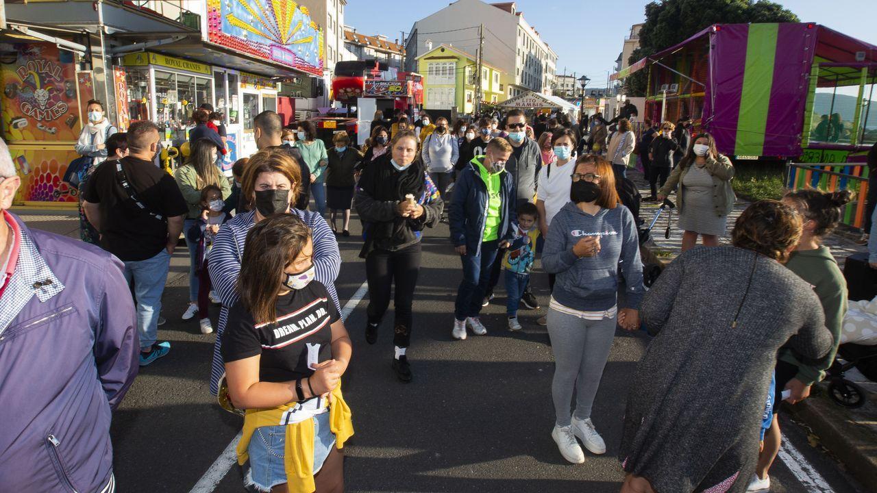 Imagen de la calle peatonal de Ribeira, concello que por fin está libre de covid