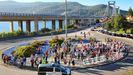 Concentración de vecinos de Chapela, en la rotonda de Rande, para pedir la supresión del peaje de la AP-9 en Vigo y Redondela