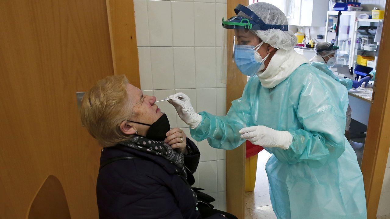 Unidad de reanimación de críticos covid en el complejo hospitalario dePontevedra.El centro de salud de Ponte Caldelas acogió la semana pasada un cribado poblacional con test de antígenos para personas de 40 a 79 años