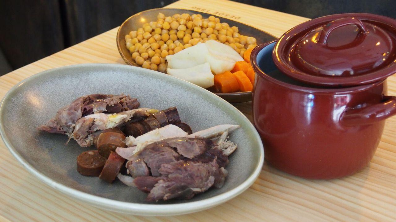 Cinegético. Especializado en caza, el restaurante Treze sustituye las tradicionales carnes por ciervo, jabalí, perdiz y faisán incluso en los embutidos.