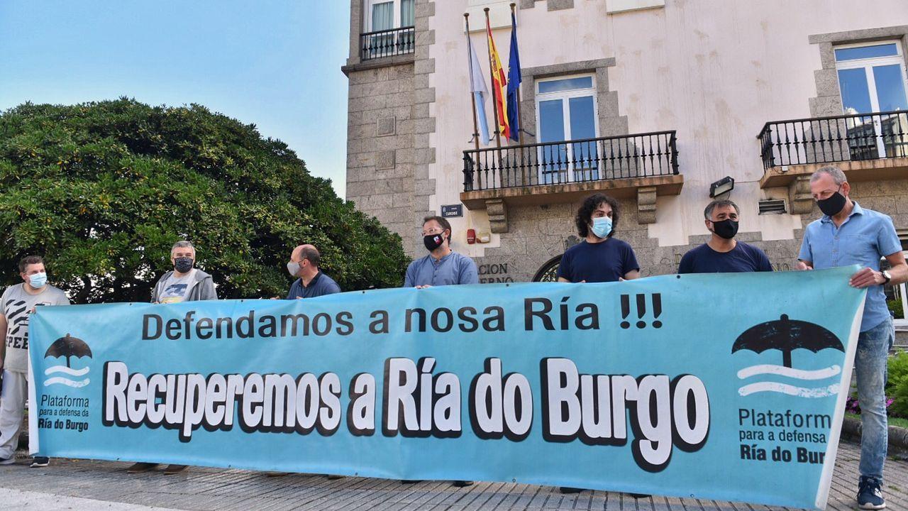 En directo | Sigue el pleno ordinario del Ayuntamiento de A Coruña.Los mariscadores protestaron ante la sede de la Delegación del Gobierno