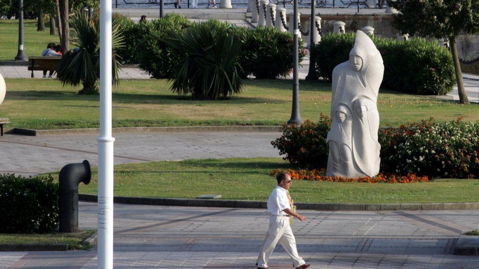 Un rap contra la violencia de género.Monumento a Francisco Javier Balmis en el paseo del Parrote, de A Coruña