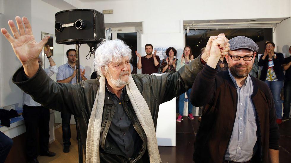 Martiño Noriega celebra el resultado de los comicios en Santiago. Compostela Aberta ganó las elecciones al lograr 10 concejales en la capital gallega.