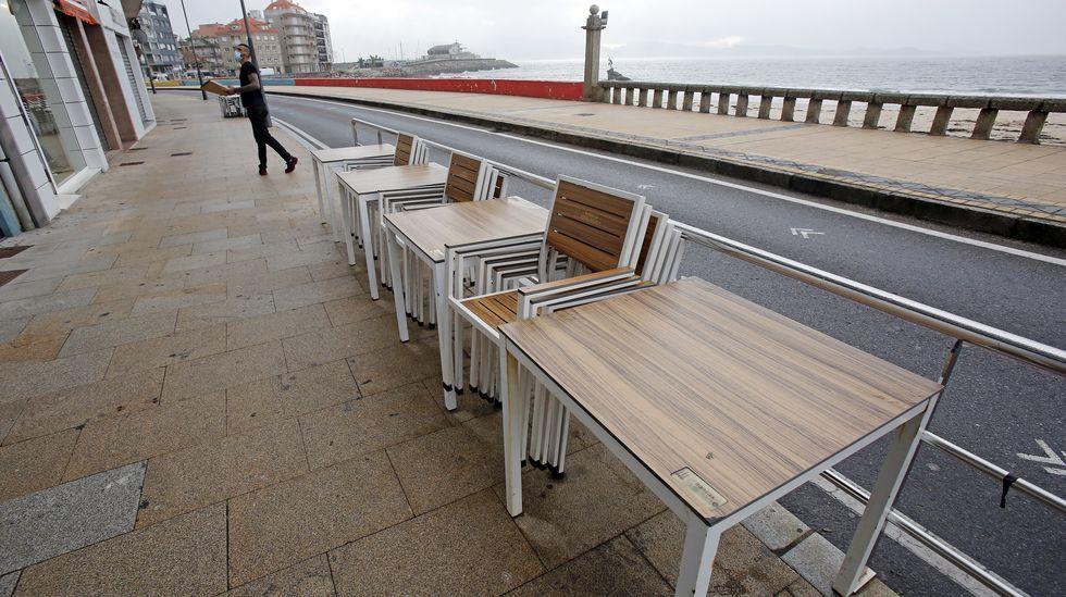 Una terraza en Carballo, antes del cierre de la hosteleria