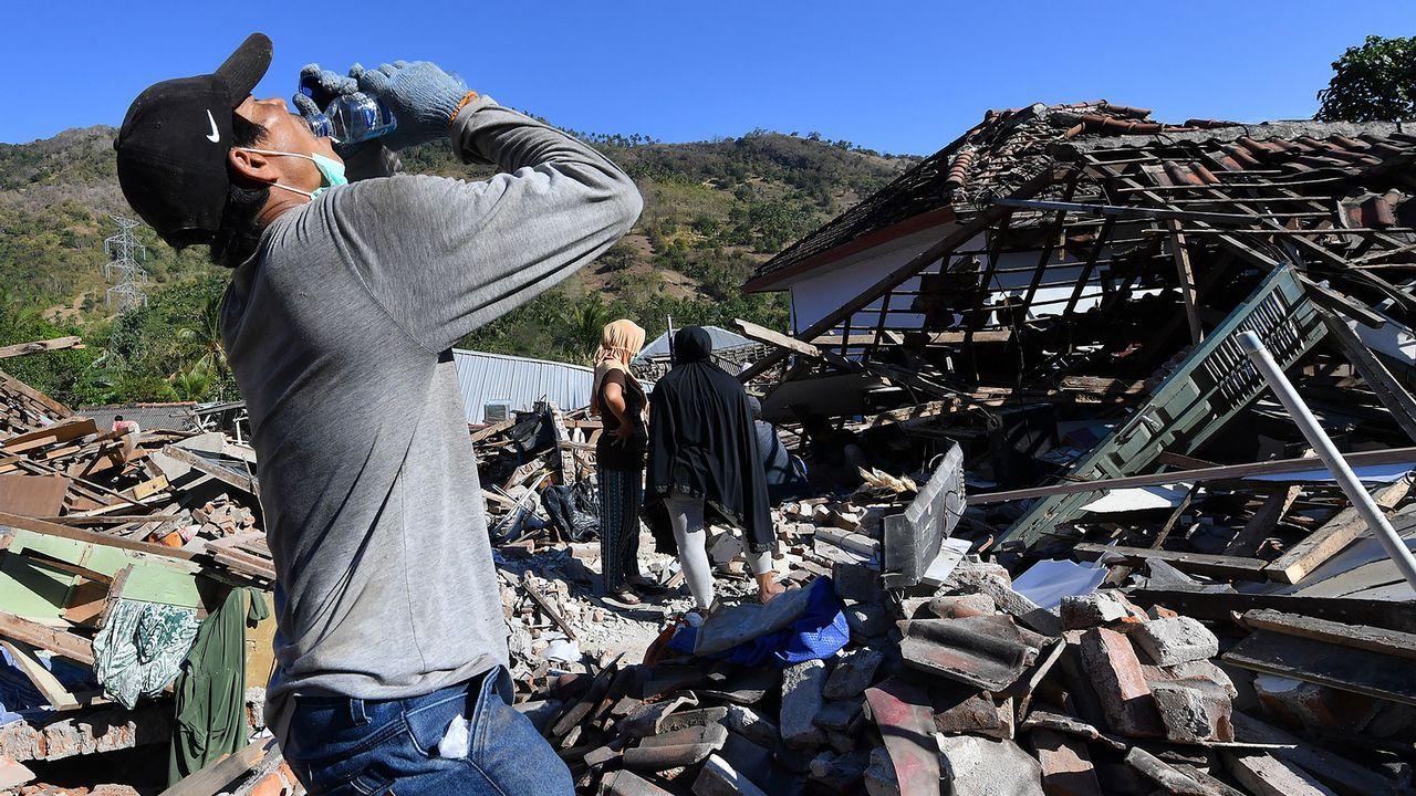 El conselleiro Francisco Conde acude a una demostración en Urovesa.Terremoto en Indonesia